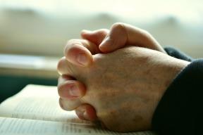 pray-2558490_1920